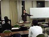 武部宏の「ことば塾」の教室風景・作品